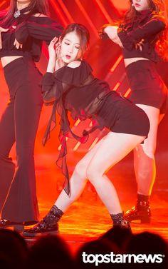 PRISTIN ♡ ReNa 레나 (Kang YeBin 강예빈) 'Black Widow' promotions 170516 [Vampire Ver] #레레 #콩 #예빈 #블랙위도우 #프리스틴