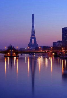 Eiffel Tower reflected on Seine River, Paris, France. Oh Paris, Paris Love, Paris City, Paris Torre Eiffel, Paris Eiffel Tower, Oh The Places You'll Go, Places To Travel, Paris Wallpaper, Beautiful Paris