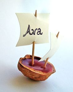 Place-card holders, put it on the table or let it float in a glass of water!
