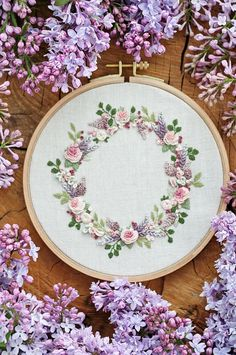 Wonderful Ribbon Embroidery Flowers by Hand Ideas. Enchanting Ribbon Embroidery Flowers by Hand Ideas. Hand Embroidery Patterns Free, Embroidery Stitches Tutorial, Embroidery Flowers Pattern, Simple Embroidery, Japanese Embroidery, Ribbon Embroidery, Embroidery Art, Hand Embroidery Letters, Sashiko Embroidery
