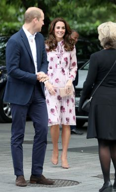 Kate Middleton Photos Photos - Prince William, Duke of Cambridge and Catherine, Duchess of Cambridge attend the World Mental Health Day celebration with Heads Together at the London Eye on October 10, 2016 in London, England. - The Duke