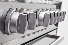 De Smeg DS9GMX is voorzien van exclusieve semi-professionele knoppen uitgevoerd in de kleur zilvermetalic