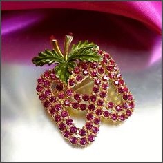 Hot Pink Strawberry Pin Rhinestone Brooch Vintage Jewelry (16923)