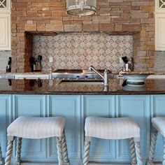 Make the #kitchen a gorgeous place with a unique #backsplash #design that reveals your one-of-a-kind #style. Photo: Echelon Custom Homes