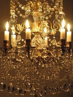 This appears to be a chandelier using ACTUAL candles, not bulbs with candle casings. Chandelier Bougie, Candle Chandelier, Chandelier Lighting, Crystal Chandeliers, Antique Chandelier, Chandelier Crystals, Candle Lighting, French Chandelier, Large Crystals