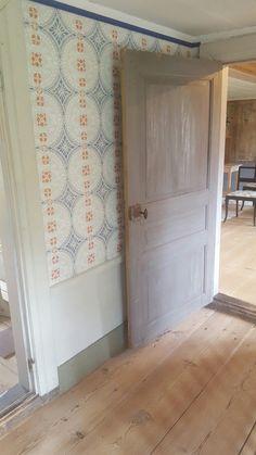 Gysinge Swedish Wallpaper, Wall Wallpaper, Swedish Cottage, Swedish House, Swedish Interiors, Vintage Interiors, Farmhouse Wallpaper, Townhouse Designs, Modern Vintage Homes