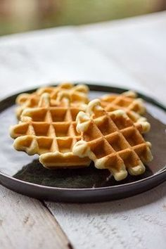 No Flour Chaffle - Low Carb Flourless Waffle - Keto Recipe Waffle Recipes, Baking Recipes, Dessert Recipes, Good Healthy Recipes, Sweet Recipes, Beignets, Sweet Desserts, Delicious Desserts, Bacon Muffins