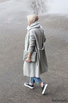 Дуэт пальто и спортивная обувь / как сочетать пальто и кроссовки