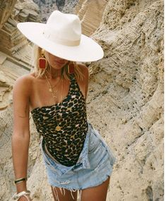 Lisa-Marie and Tim ( Ibiza Outfits, Summer Outfits, Cute Outfits, Beach Outfits, Ibiza Fashion, Look Fashion, Fashion Outfits, Bikini Fashion, Fashion Fall