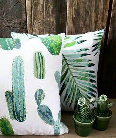 Foto van @genietmomentjes  We blijven in de botanische sferen. Deze kussenhoezen met cactus- en bladerenprint zijn voor 199 te koop bij Action. Ook de porseleinen cactusjes (verkrijgbaar in wit en groen) komen daar vandaan 099 per stuk. Cactus, Action, Throw Pillows, Instagram Posts, Group Action, Cushions, Decorative Pillows, Decor Pillows, Scatter Cushions