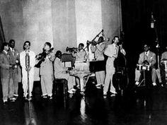 Sonora Matancera Con Myrta Silva: Mi Guaguanco - La Gorda de Oro Myrta Silva de Puerto Rico, fue la primera mujer que cantara, y grabara con la unica e insuperable Sonora Matancera, en esta su composicion porque tambien ella era una compositora de muchos de su exito. ¡Arriba Manteca!