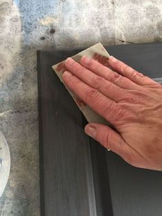 If you've ever sanded Chalk Paint by Annie Sloan then you know what a mess it creates and is only suited to working outdoors. However, the good news is that if… Chalk Paint Chairs, Painted Chairs, Chalk Paint Furniture, Sanding Furniture, China Hutch Makeover, Diy Chalkboard, Annie Sloan Chalk Paint, Milk Paint, Ideas