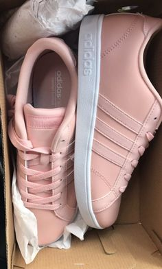 Wonderful Useful Tips: Leather Shoes Outfit shoes diy making.Gray Nike Shoes run… Wonderful Useful Tips: Leather Shoes Outfit shoes diy making. Cute Shoes, Women's Shoes, Me Too Shoes, Shoe Boots, Shoes Sneakers, Pink Shoes Outfit, Sneakers Style, Louboutin Shoes, Moda Sneakers
