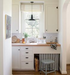 Black Cabinet Hardware, Kitchen Cabinet Hardware, Bathroom Baseboard, Types Of Cabinets, Dish Drainers, Layout, Barn Lighting, Painting Kitchen Cabinets, New Kitchen