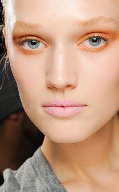 Como dar color a los labios esta temporada: rosa chicle en Donna Karan