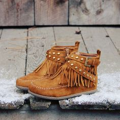Would love these, Boho Bohemian Cool Boots Icicle River Moccasins, Rugged Boots & Moccasins Cute Shoes, Me Too Shoes, Botas Boho, Shoe Boots, Ankle Boots, Over Boots, High Boots, Fringe Booties, Fringe Moccasin Boots