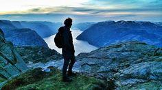Trekking por el Lysefjord en #Stavanger  #FiordosNoruegos #Noruega @Visitnorway_es by paconadal