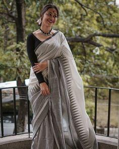 Fabric: A Stunning Handwoven Pure Tussar Katiya Jute Silk Statement Saree. Price: all inclusive Now Available on our… Fancy Blouse Designs, Sari Blouse Designs, Saree Poses, Dress Indian Style, Indian Outfits, Jamdani Saree, Modern Saree, Saree Trends, Saree Photoshoot