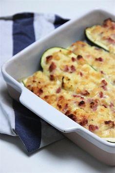 Gevulde Courgette Carbonara ovenschotel recept van Receptblog Foodinista Pasta Carbonara, Cauliflower, Macaroni And Cheese, Zucchini, Good Food, Food And Drink, Dinner, Vegetables