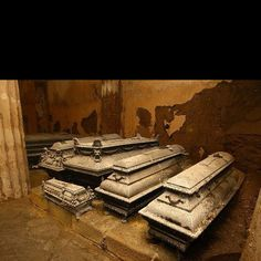 Antique Coffins. http://www.thefuneralsource.org/tfs004.html