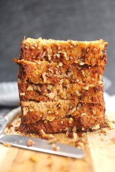 If you're looking for a carrot cake healthy recipe to feed your brunch guests this Easter, this carrot cake breakfast bread is the perfect choice! Gluten Free Carrot Cake, Healthy Carrot Cakes, Healthy Desserts, Dessert Recipes, Healthy Recipes, Easter Recipes, Keto Recipes, Clean Recipes, Diabetic Recipes