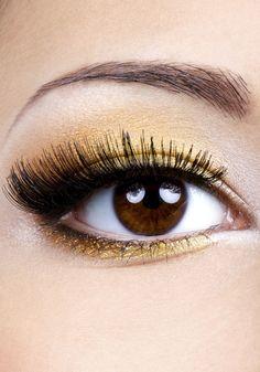 Fashion Eye Make Up With Golden Eyeshadow Macro Shoot beauty is skin deep Eyelash Extensions Reviews, Silk Eyelash Extensions, Gold Eye Makeup, Glitter Makeup, Golden Eyeshadow, Shimmer Eyeshadow, Eye Sight Improvement, Eyeliner Styles, Eye Primer