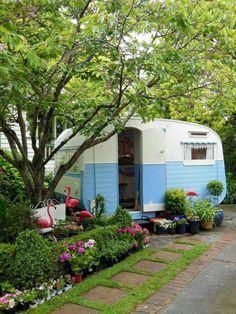 Sweet little backyard tiny trailer - tiny retro caravan in sky blue vintage travel trailer Vw Caravan, Caravan Vintage, Vintage Rv, Vintage Caravans, Vintage Campers Trailers, Retro Campers, Camper Trailers, Happy Campers, Vintage Motorhome