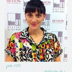 Marta del salón de L'H, hizo este fantástico recogido.  #blue01stylist #photocall #peluque… http://ift.tt/1LJZ7VE