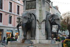 La famosa e secondo me non molto armoniosa Fontana degli elefanti...