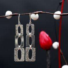 Mooie lange zilveren oorbellen http://www.dczilverjuwelier.nl/zilveren_oorbellen