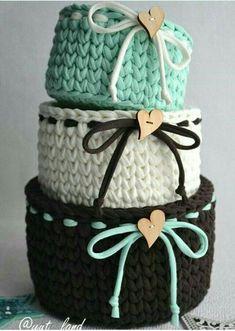 ideas crochet rug yarn trapillo for 2019 Crochet Bowl, Crochet Basket Pattern, Knit Basket, Crochet Crafts, Crochet Yarn, Crochet Stitches, Crochet Projects, Crochet Baskets, Rope Basket