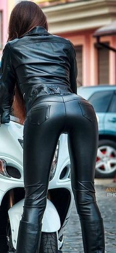 Lady Biker, Biker Girl, Leder Outfits, Black Leather Dresses, Shiny Leggings, Latex Girls, Biker Chick, Fashion Pants, Leather Fashion