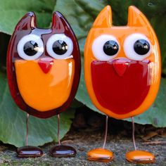 These little glass owls are absolutely adorable! I love their little legs and feet! How cute!