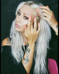 """76.9k Likes, 125 Comments - Lou  Teasdale (@louteasdale) on Instagram: """"Dat glo tho ✨ @iconic.london"""" - Peach Nails"""