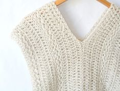 """Crochet Shirt """"Vintage"""" Easy Crochet Sleeveless Top Pattern – Mama In A Stitch - This easy crochet sleeveless top is simple to make and is so beautiful too! There are pictures and tips to help you along as well! Simply Crochet, Easy Crochet, Free Crochet, Beginner Crochet, Purse Patterns Free, Crochet Stitches Patterns, Shawl Patterns, Crochet Edgings, Crochet Motif"""