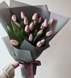 #먼데이1023 연퍼플 튤립 20송이 꽃다발이에요 . . . #먼데이마켓#꽃모닝#튤립#꽃스타그램#럽스타그램#홍대#상수#꽃집#꽃다발#상수역#플로리스트#플라워샵 Tulips Flowers, My Flower, Pretty Flowers, Fresh Flowers, Planting Flowers, Gift Bouquet, Flower Bouquet Wedding, Hand Bouquet, How To Wrap Flowers