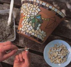 Leaf Mosaic Hanging Pot Dress up a plain terra cotta pot with an ivy mosaic - get instructions from favecrafts.Dress up a plain terra cotta pot with an ivy mosaic - get instructions from favecrafts. Mosaic Diy, Mosaic Crafts, Mosaic Projects, Mosaic Glass, Mosaic Tiles, Pebble Mosaic, Stained Glass, Mosaic Planters, Mosaic Flower Pots