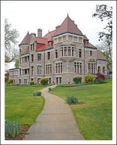 "Studebaker Mansion in South Bend, MI, USA / Built by Clement Studebaker from 1886-1889 and affectionately named ""Tippecanoe Place"", the mansion has forty rooms in 26,000 square feet."