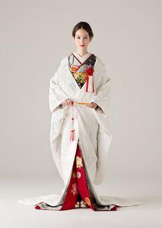 She looks Fab! Traditioneller Kimono, Kimono Japan, Traditional Kimono, Traditional Dresses, Japanese Wedding Kimono, Kimono Design, Japanese Costume, Mein Style, Japan Fashion