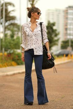 How To Wear Flared Jeans (Outfit Ideas) 2017