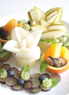 Fruit Plate, Fruit Art, Sweets Recipes, Desserts, Food Garnishes, Tasty, Yummy Food, Summer Fruit, Food Presentation