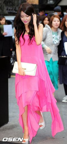 Sooyoung ★ #SNSD #Kpop Long Gown Dress, Chiffon Maxi Dress, Long Gowns, Snsd Fashion, Fashion Show, Asian Woman, Asian Girl, Sooyoung Snsd, Barbie