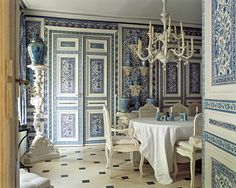 The dining room at the chateau of decorator-antiquaire Didier Haspeslagh in Chantilly France.