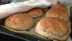 Koukutuksia: Nallen Leipäset Bread Baking, Hamburger, Snacks, Cookies, Cake, Food, Drinks, Baking, Crack Crackers