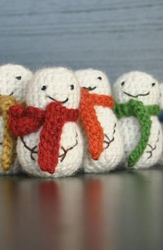 Crochet Mini Snowmen - add a loop at the top and use as tree decorations or window hanging! Happy Holidays from #KnittingGuru