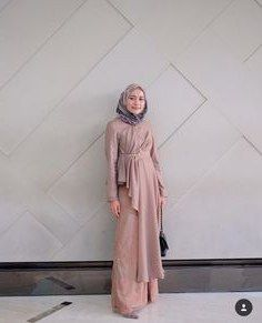 Stylist idea outfit hijab fashion в 2019 г. pakaian kasual, kasual и pakaia Kebaya Muslim, Kebaya Hijab, Kebaya Dress, Dress Pesta, Muslim Dress, Dress Brokat Muslim, Dress Brukat, Muslim Hijab, Hijab Gown