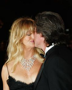 Goldie Hawn, Kurt Russell : ) Celebrity lip locks: A refreshing, quiet change of pace from the constant drama in the world of the stars. Got Married, Getting Married, Goldie Hawn Kurt Russell, Famous Couples, Celebs, Celebrities, Dimples, Couple Pictures, Role Models
