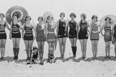 End of the summer look at various vintage style bathing suits. Vintage Bathing Suits, Vintage Swimsuits, Balboa Beach, Mini Robes, Bathing Beauties, Bikini Photos, Old Photos, Beach Photos, Vintage Fashion