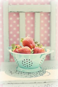 Strawberries are my favorite fruits, and I've seen a few cute strawberry-patterned fabrics. I'm also in love with pastel colors. Colorful Candy, Candy Colors, Pastel Candy, Pastel Kitchen, Strawberry Fields, Deco Design, Pretty Pastel, Pastel Colors, My Favorite Color