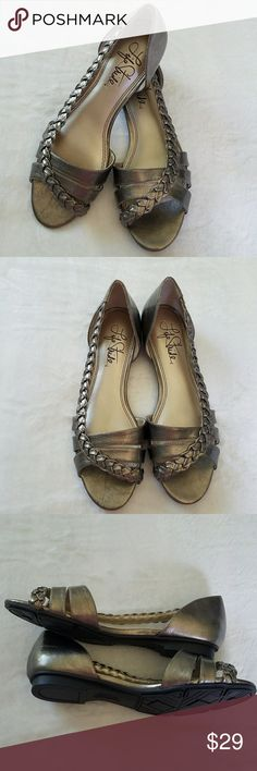 LIFE STRIDE METALLIC BRONZE FLAT SANDALS 7.5 NWOT LIFE STRIDE METALLIC BRONZE STRAPPY FLAT SANDALS with braided detail on the outer side of your foot. So cute and will work perfectly for the office or casual.  Size 7.5. In excellent condition. NWOT Life Stride Shoes Sandals